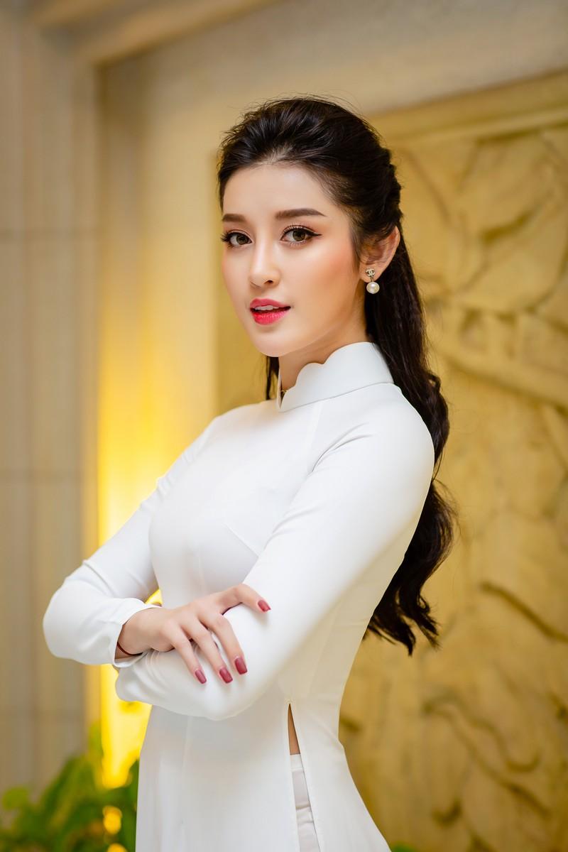 Huyền My đẹp dịu dàng trong trang phục áo dài trắng-ảnh 8