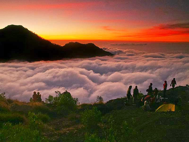 sunset di gunung rinjani, sunset di rinjani, trekking di gunung rinjani, foto sunset di lombok, fotografi sunset, wisata lombok
