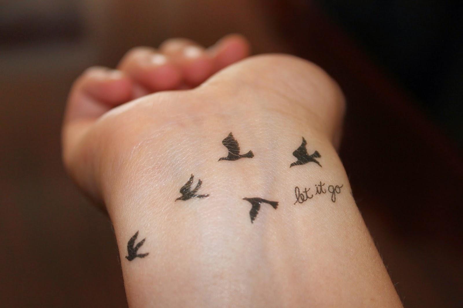 tattoo handgelenk feder ber ideen zu feder tattoo am handgelenk auf die besten 25 feder tattoo. Black Bedroom Furniture Sets. Home Design Ideas