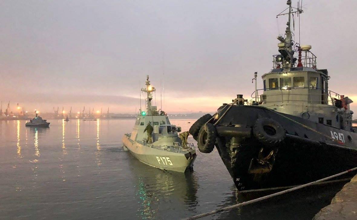 Фото захоплених українських кораблів у Керчі