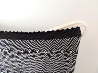 elastic waist of a skirt