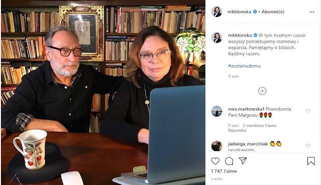 Małgorzata Kidawa-Błońska z mężem przy biurku patrzy na ekran laptopa