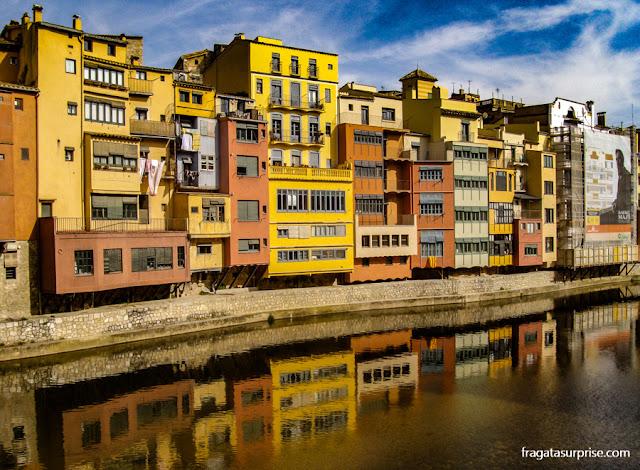 Casario à beira do Rio Onyar, em Girona, Catalunha