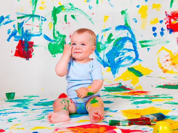 Resultado de la imagen para bebe pintando
