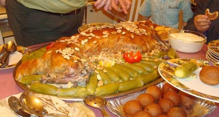 سعودى عزم اصحابه على وليمة و الكارثة عندما علموا مكونات الطعام