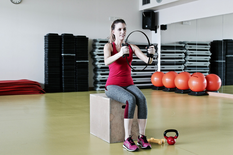 trabajar brazos con aro de pilates