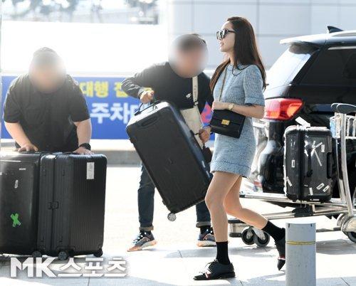 Jessica bavullarıyla San Francisco'ya uçuyor