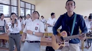 Lirik Lagu Guru Seksi - AA Raka Sidan