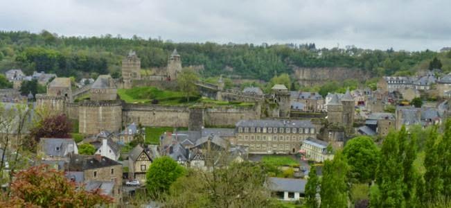 Vistas del Castillo de Fougères desde el Jardín Público.