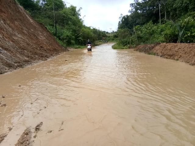 Jalan Bengkayang-Singkawang Banjir dan Lonsor