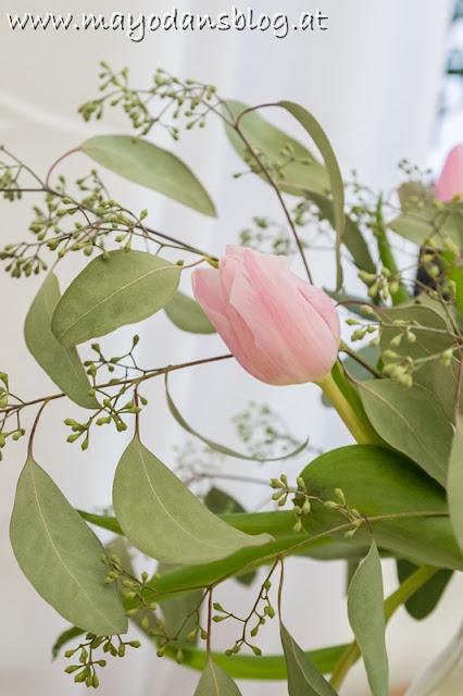 Tulpen und Eukalyptus