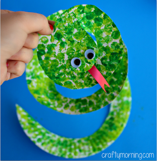 https://www.craftymorning.com/paper-plate-snake-craft-using-rolling-pin/