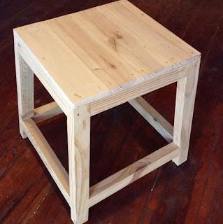 kursi kayu kafe