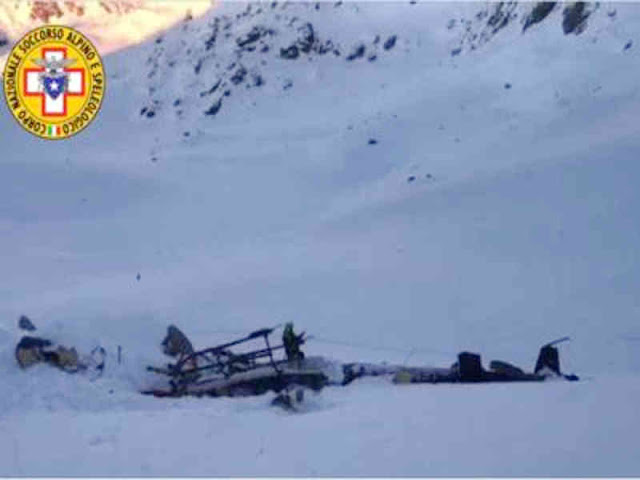 5 Killed in Collision of Helicopter, Plane Over  Val d'Aosta Italy