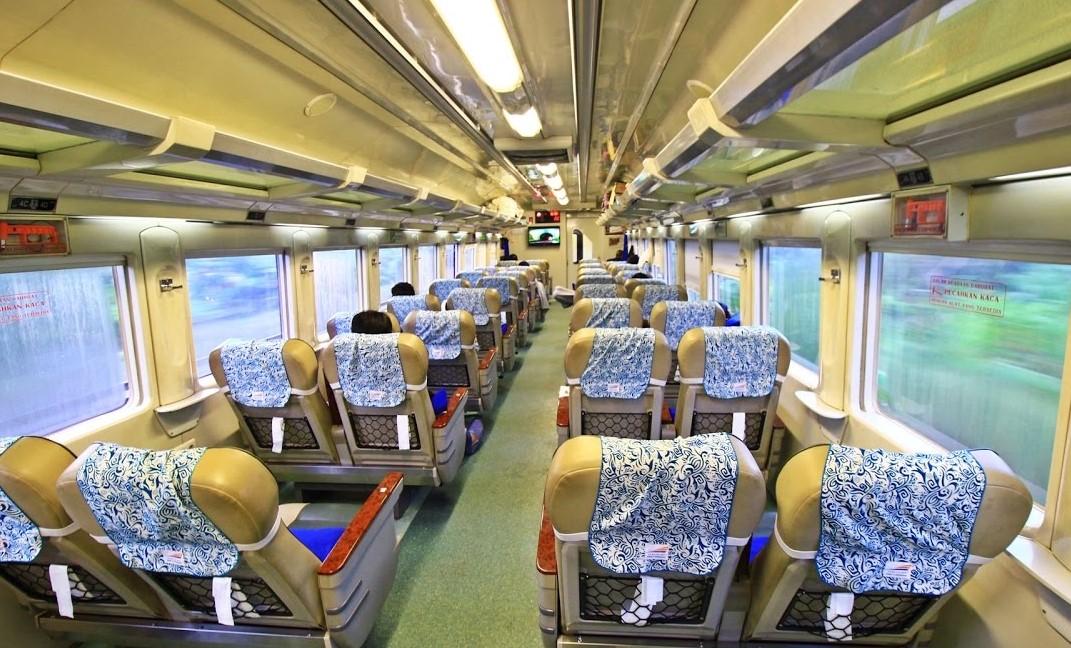 Surabaya Semarang naik kereta booking di Traveloka