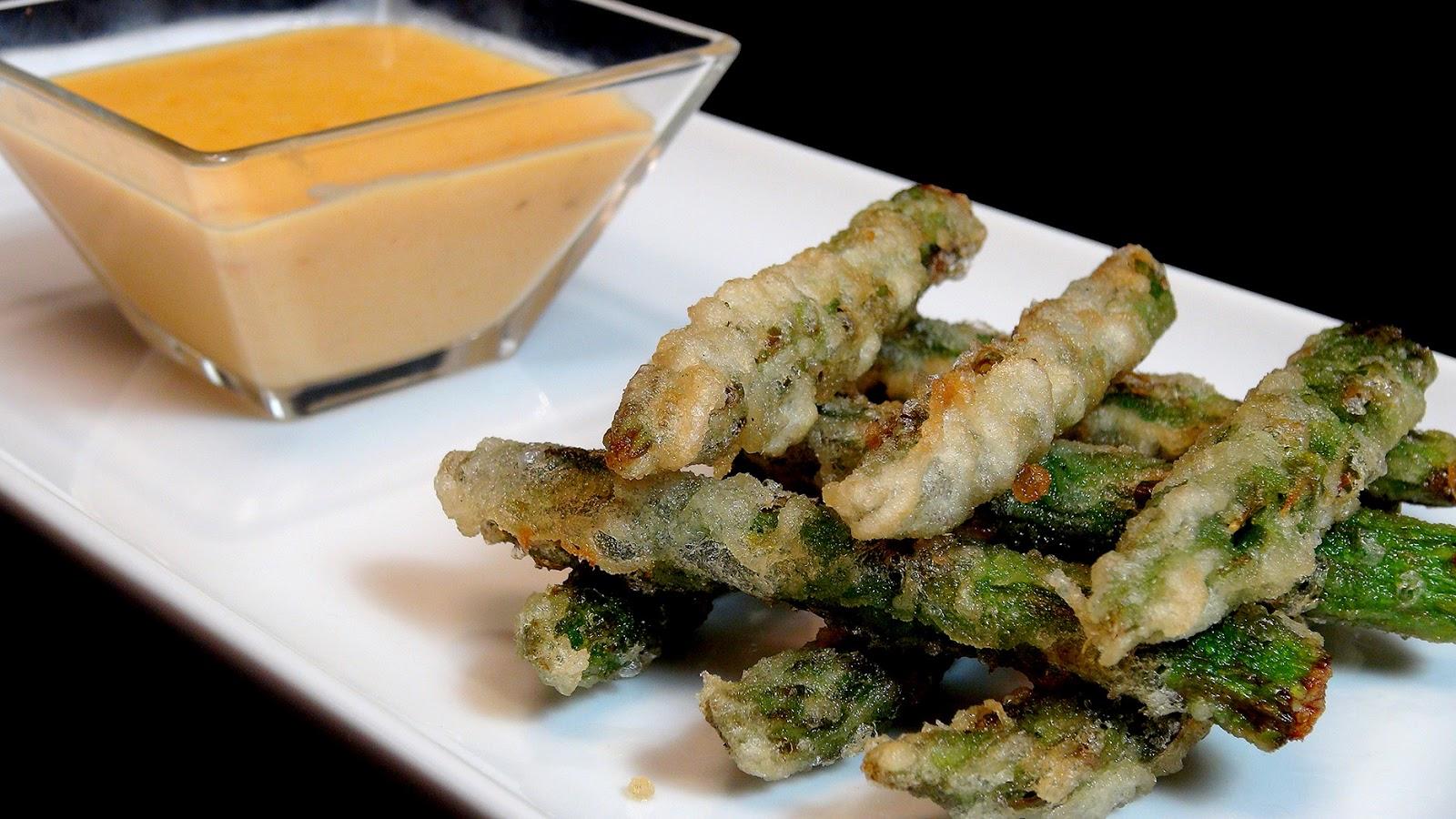 Cocinar para los amigos tempura de esp rragos con salsa for Cocinar esparragos