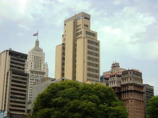 Prédio do Banespa, à esquerda e Prédio Martinelli, à direita, em São Paulo