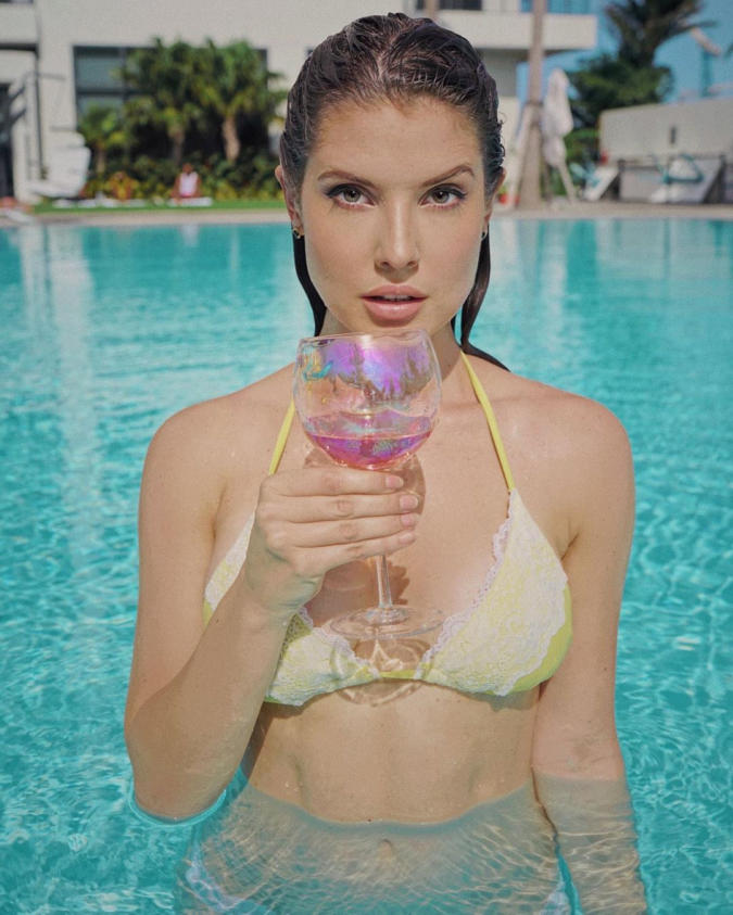 Amanda Cerny Hot & Breathtaking Photo from latest photoshoot