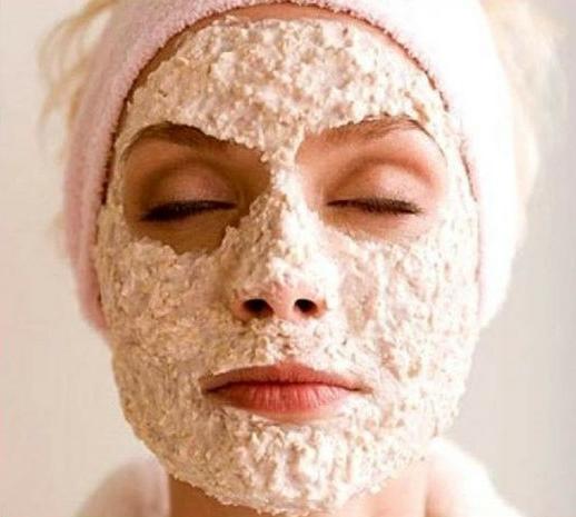 Ter uma pele bonita é o sonho de todas as mulheres, principalmente para quem tem pele oleosa, pele acneica, ressecada, descascando, flácida, sensível e muito mais... Ter a pele macia, hidratada e limpa não é impossível, isso graças as receitas caseiras que as coreanas criam para deixar a pele lisa sem manchas. O cuidado com a pele é essencial, por isso saber como cuidar da pele do rosto é muito importante. A limpeza de pele profunda também pode eliminar o cravo no nariz ou o cravo no rosto todo. Com os poros dilatados é mais fácil fazer uma limpeza de pele por isso antes de qualquer limpeza, abra os poros para que a pele seja limpa corretamente.