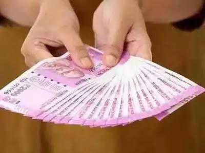 नोटबंदी का खौफ? कालेधन में घटे 2000 के नोट