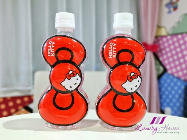 keio plaza hotel cute hello kitty water bottles