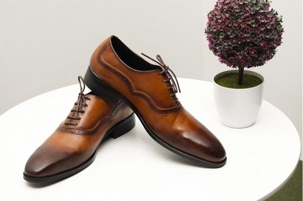Một số lưu ý giúp bạn mua giày da nam online hiệu quả