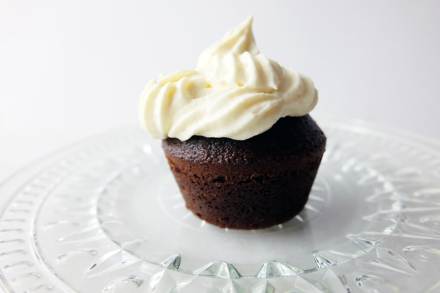 flawless chocolate cupcakes with Russian buttercream