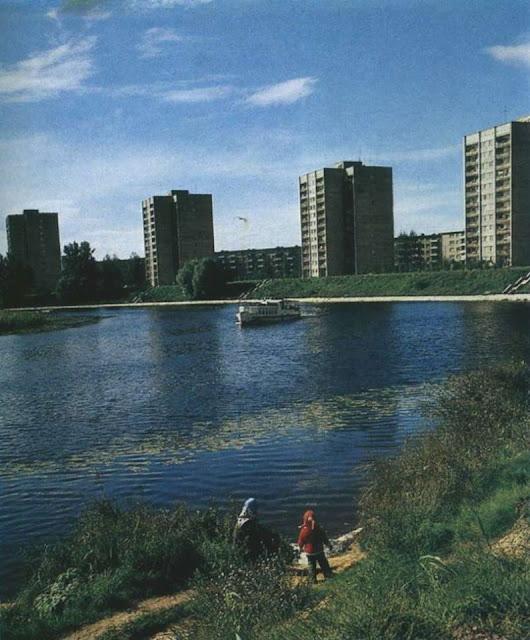 1970-е годы. Жилой массив Югла на берегу озера