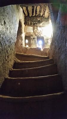 Escalera de acceso a los pisos superiores en Amridil