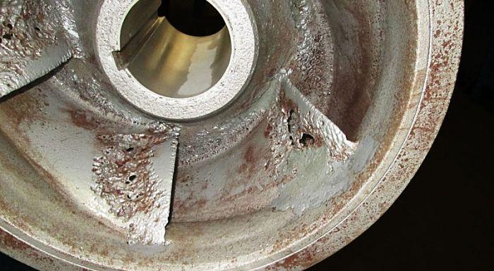 Daño producido por cavitación en una bomba
