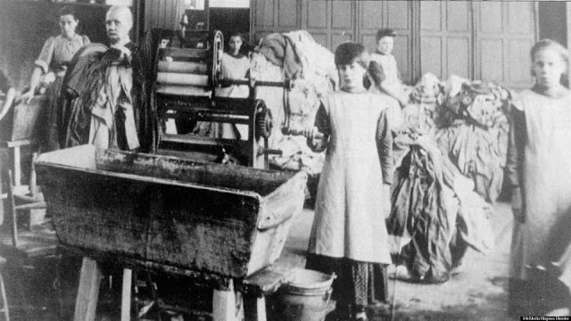 An unidentified Magdalene Laundry in Ireland (circa 1900)