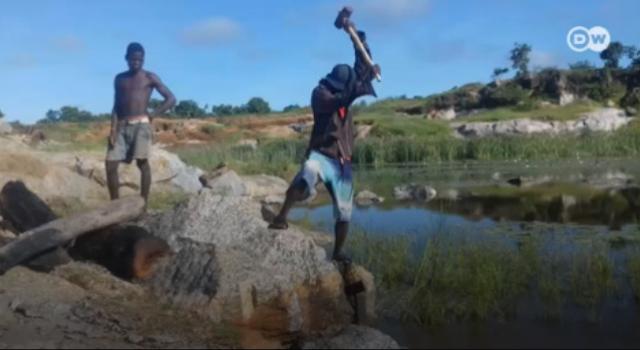 Moçambique   Partir pedra para sobreviver