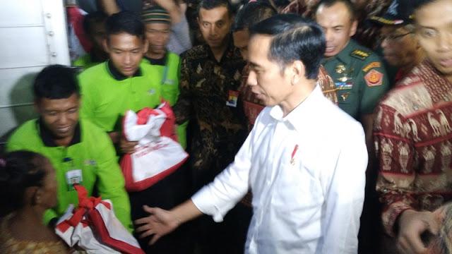 Memalukan, Distribusi Sembako Tersendat karena Tas Bertuliskan 'Bantuan Presiden' Belum Rampung