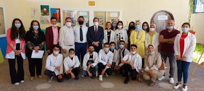 """زيارة القائم بالأعمال بسفارة الولايات المتحدة الأمريكية بالمغرب لثانوية إعدادية بطنجة مستفيدة من مشروع """"التعليم الثانوي"""