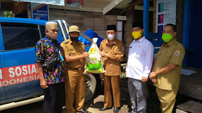 Pemerintah Kabupaten Pelalawan Serahkan Bantuan Sembako Kepada Masyarakat Kecamatan Teluk Meranti