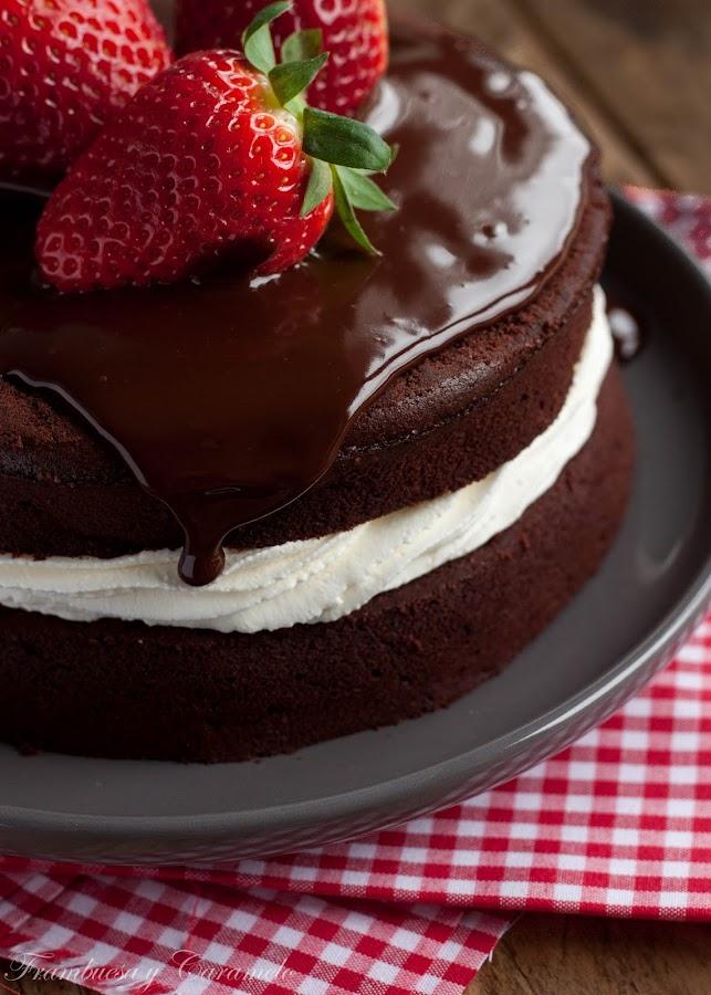 Tarta De Chocolate Fresas Y Nata Frambuesa Y Caramelo