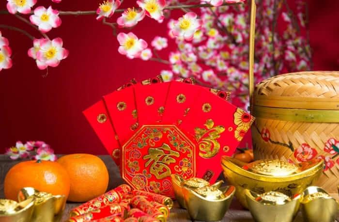 bagi angpao sebagai Tradisi Unik dan Menarik Pada Perayaan Imlek di dunia