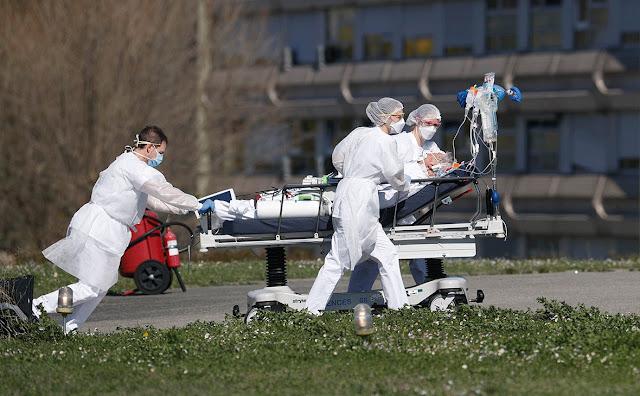 Россия погружается в борьбу против коронавируса. Роспотребнадзор отменяет все массовые мероприятия по всей стране