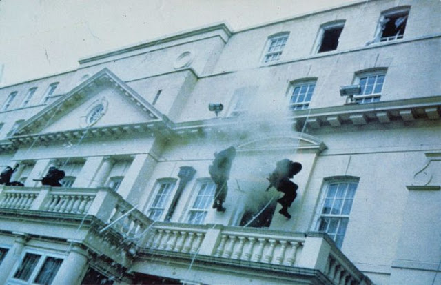 SAS men abseil down the front of the embassy building in Who Dares Wins