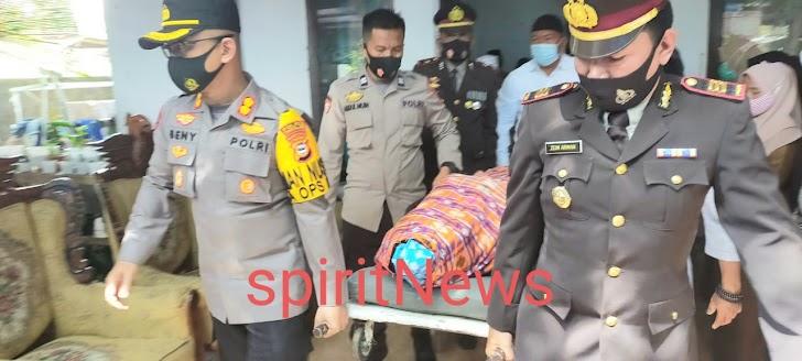 Kapolres Takalar Beri Penghormatan Terakhir untuk Aipda Syamsul Bahri