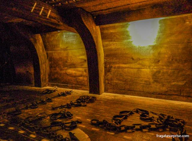 Porão de um navio negreiro no Museu Kura Hulanda de Curaçao
