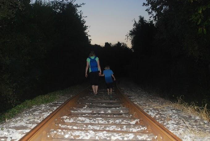 Ibu, Dan Kereta yang Berangkat Senja
