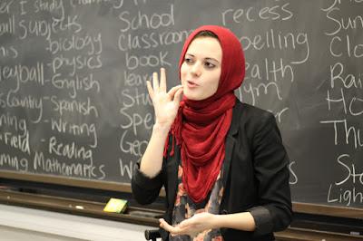 Kumpulan 10+ Contoh Teks Diskusi | Bahasa Indonesia Kelas 9 Semester 2 Revisi