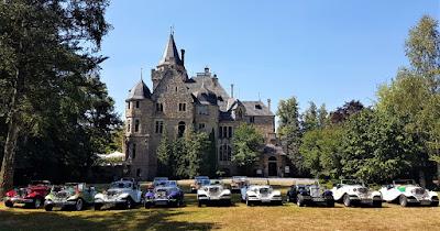 Uma coleção de MP Lafer diante do Castelo Garvensburg, fotografada em 19 de agosto de 2018.