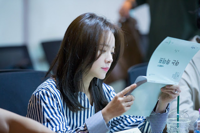 池晟、韓志旼主演tvN新戲《認識的妻子》 公開演員閱讀劇本花絮照 將於8月首播