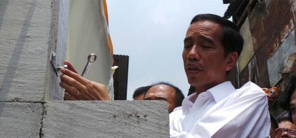 Tokoh Petisi 28 Sebut Kebijakan Rezim Jokowi Primitif dan Kampungan, Mengapa?