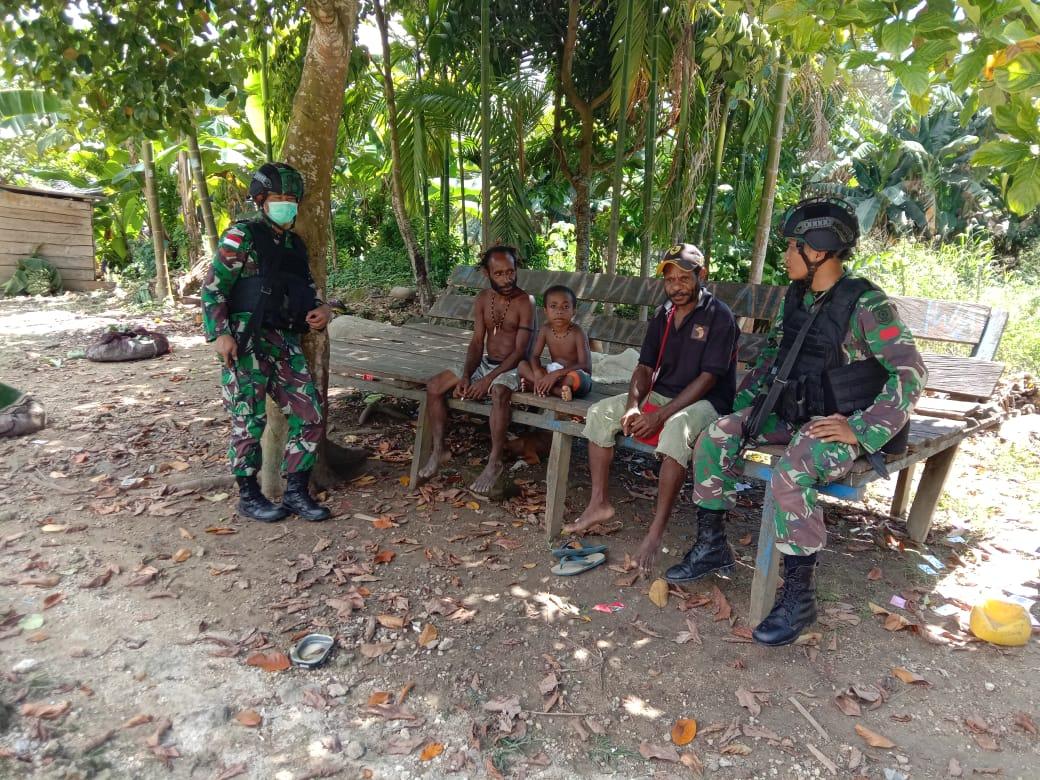Komitmen Atasi Permasalahan Kesehatan, Satgas Yonif Mr 413 Keliling Kampung Gambut, Distrik Muara Tami