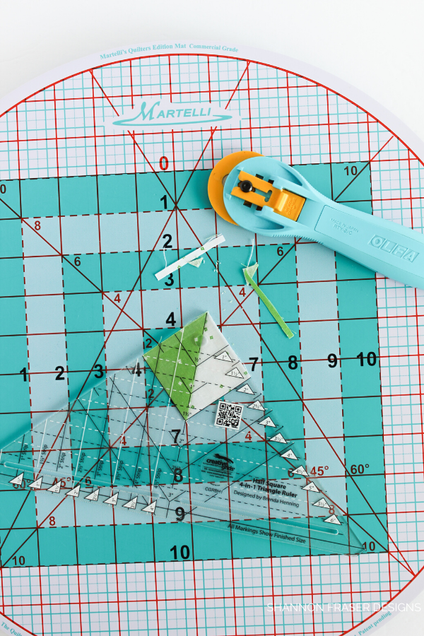 Review of the Martelli Round-about Cutting Mat | Shannon Fraser Designs #productreview #quilting #quilters #sewingnotions #quiltingtools