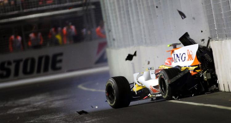 Nelson Piquet Jr. estrella el Renault en el crashgate de Singapur 2008