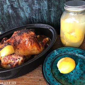 Frasco-de-limones-fermentados-para-el-pollo-al-horno-con-miel